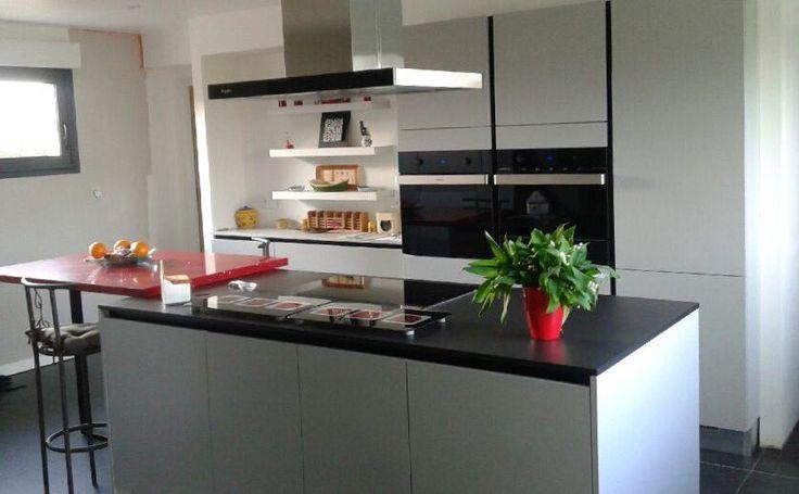 Diseño de #cocina realizado por nuestro cliente Arthur Bonnet de Toulouse (Francia) con campana en isla Pando I-825, horno multifunción 60 Excellen, combi 45 horno + micro 32l y calienta platos.