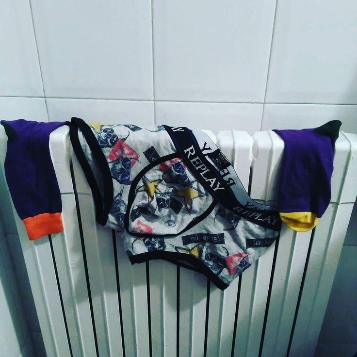 Que alegría! Qué ilusión!  Ya han encendido los radiadores y por fin llega esa época del año en la que te levantas... Sales de la ducha y te pones la ropa interior caliente.... Jajajajaja #maniasmias