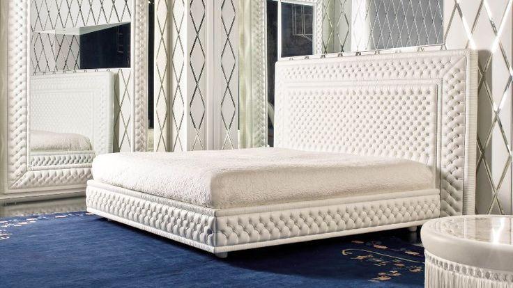 Синяя кровать  со стеганным изголовьем  Mascheroni MAGNIFICENCE