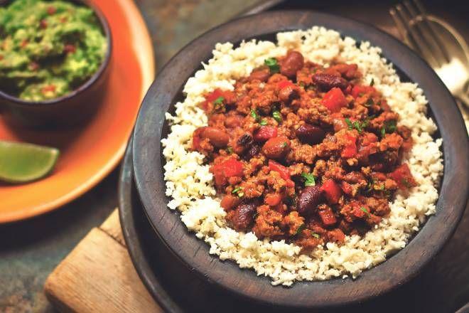 Vegetarisk chili med blomkålsris -recept