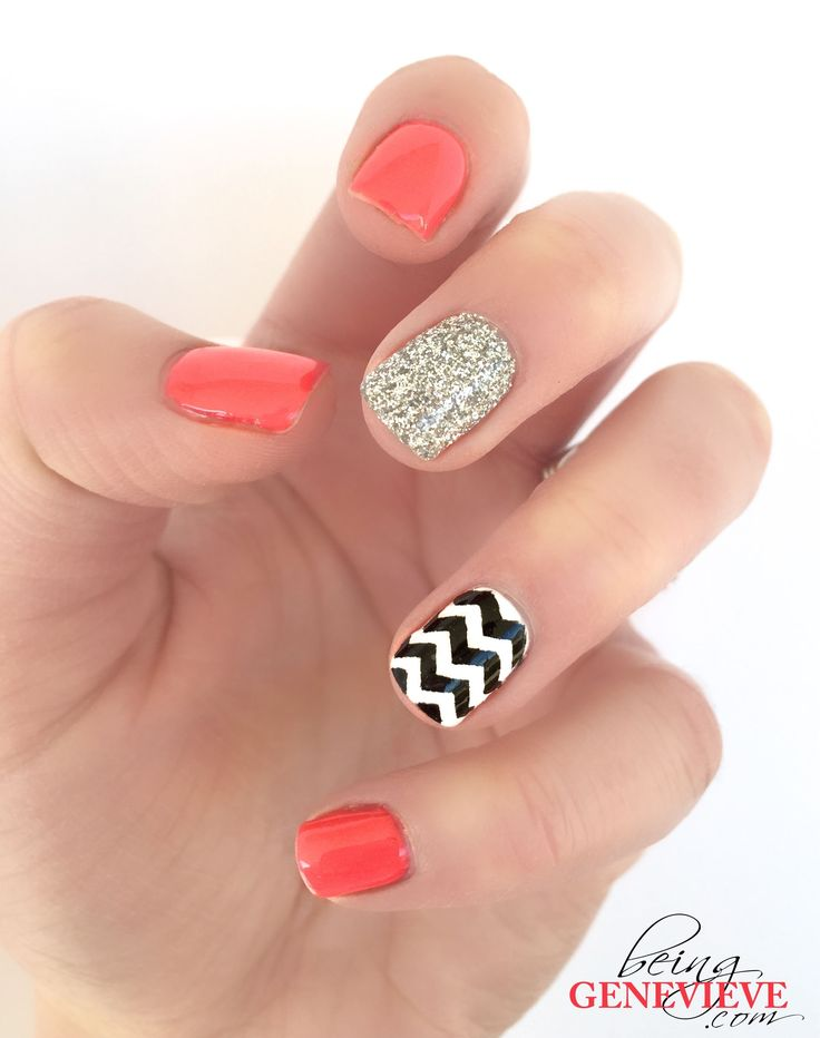 Free tutorial how how to do this look with regular or gel polish. Free SVG and PDF files included to cut your own vinyl chevron stripe guides.