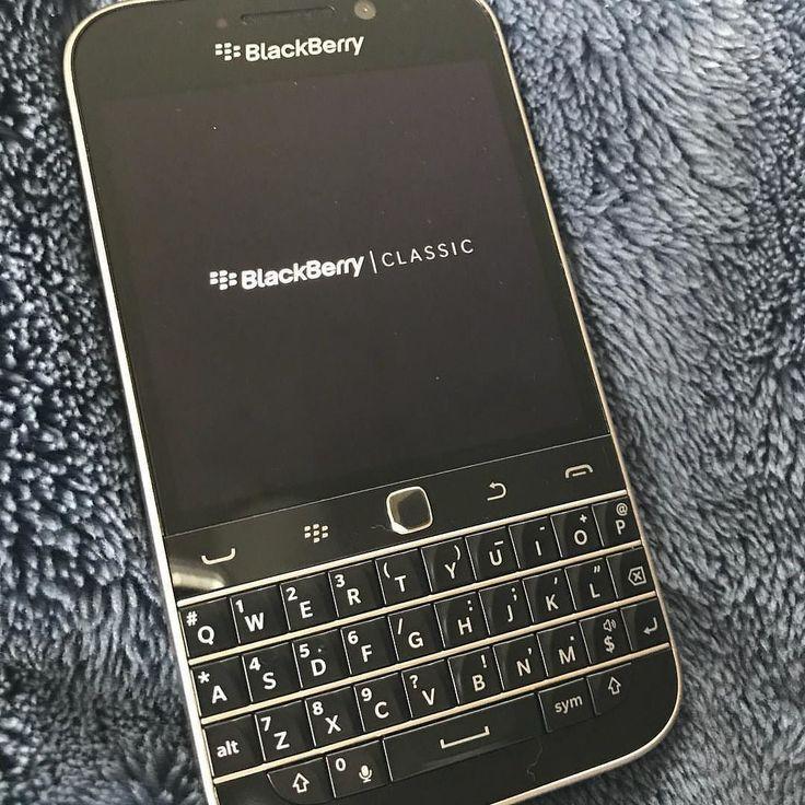 #inst10 #ReGram @zhimei224: 時代遅れだけどクラシック またBBユーザーに戻ります キーボードが大好きな 私にはブラベリが最高のガジェット #blackberry #blackberryclassic  #ブラックベリー #ブラックベリークラシック #ガジェット #時代遅れ  #qwerty