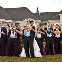 haha Super hero wedding picture.. I would love to do this! I don't want a serious wedding. (well, If I was to ever get married)