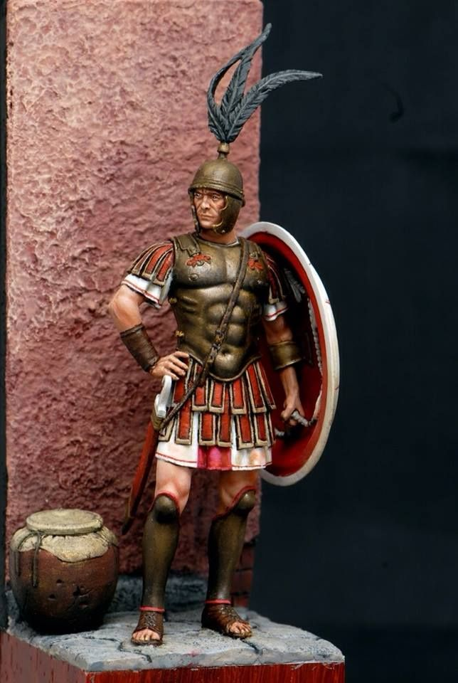 model of a Centurion in the III cent. b.C. (the only strange thing is the falcata on the right, like a simple soldier)