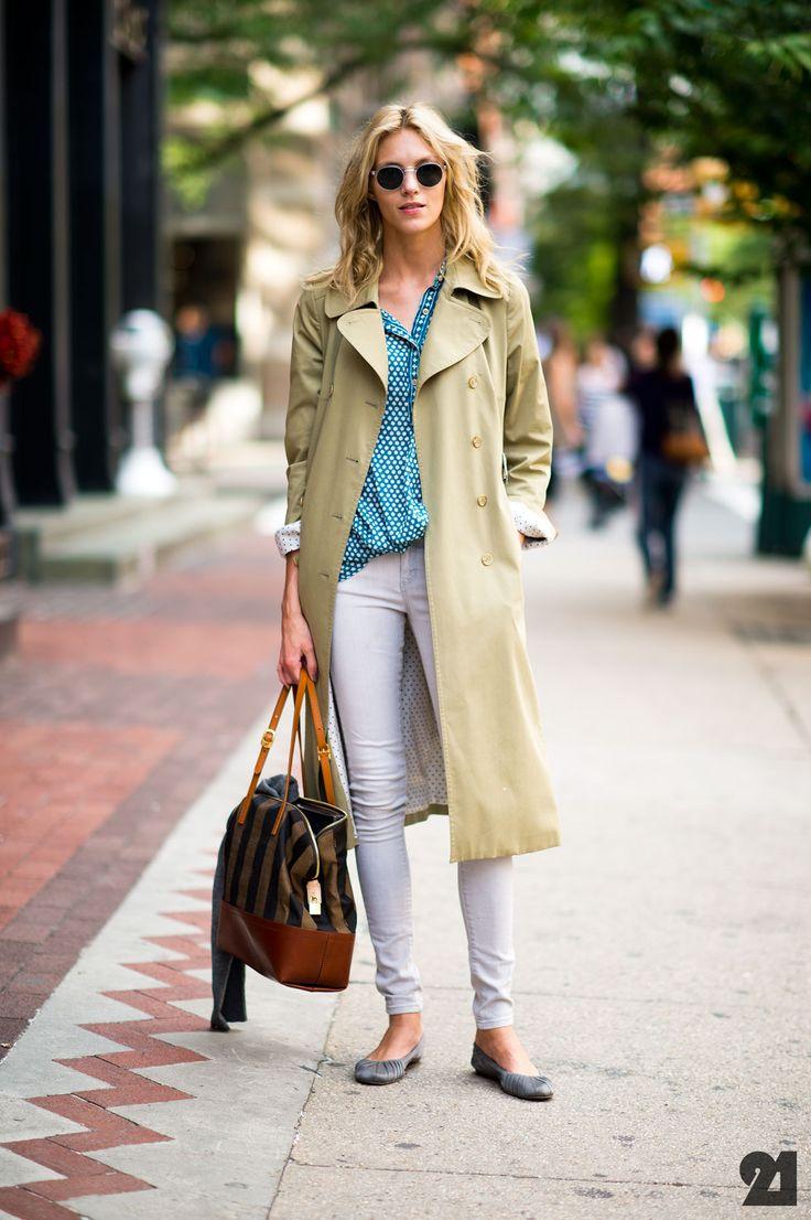 Le 21ème | Anja Rubik | New York City: Anja Rubik, New York Cities, Coach Handbags, Design Handbags, Trenchcoat, White Pants, 80S Style, Street Style Fashion, Trench Coats