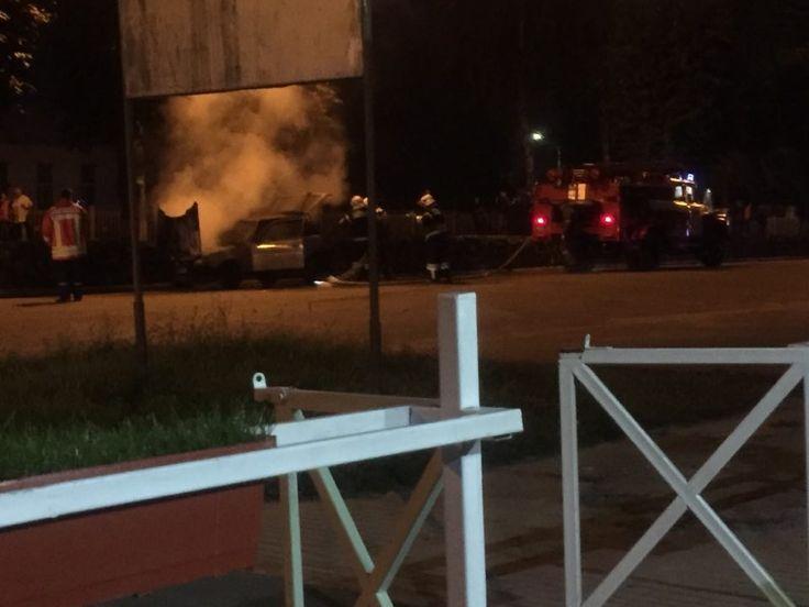 Срочно! Возле «Монтаны» ЧП: горел автомобиль + Фото + Видео http://shostka.info/shostkanews/srochno-vozle-montany-chp-gorit-avtomobil-foto/  Несколько минут назад произошло ЧП возле пиццерии «Монтана». Здесь загорелся автомобиль. Очевидцы говорят, что сначала послышался хлопок, а потом произошло возгорание. На место прибыли пожарные.