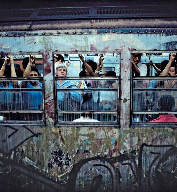 collection de photographies sur le métro de New York dans les années 1970 / 1980, avec des images des photographes Martha Cooper, Bruce Davidson, Richard Sandler et John Conn.