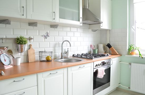 Passion shake blog - my kitchen | Scandinavian style kitchen | Pastel kitchen | Pink Bloomingville scale | wire basket | Metro tiles | Mint kitchen | Small kitchen design idea