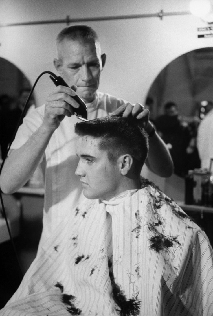 That meant getting his hair cut. | 21 Unbelievable Candid Photographs Of Elvis Presley In The Army