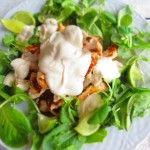 Insalata di pollo e rucola con salsa alla senape