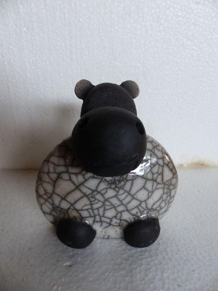 sculpture stylis e hippopotame blanche en c ramique raku sculpture et art. Black Bedroom Furniture Sets. Home Design Ideas