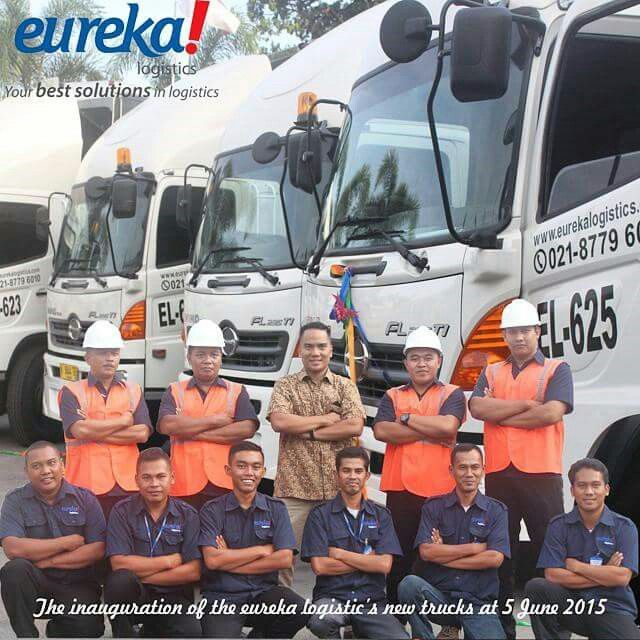 Our drivers taking picture with Eureka Logistics's Director Mr. Raja DM Hutauruk..  #activities #drivers #director #vscocam #vscocamphotos #hdr #logisticsspecialist #logisticscompany #logisticscrew #logistics #eureka #eurekalogisticscom #eurekalogistics