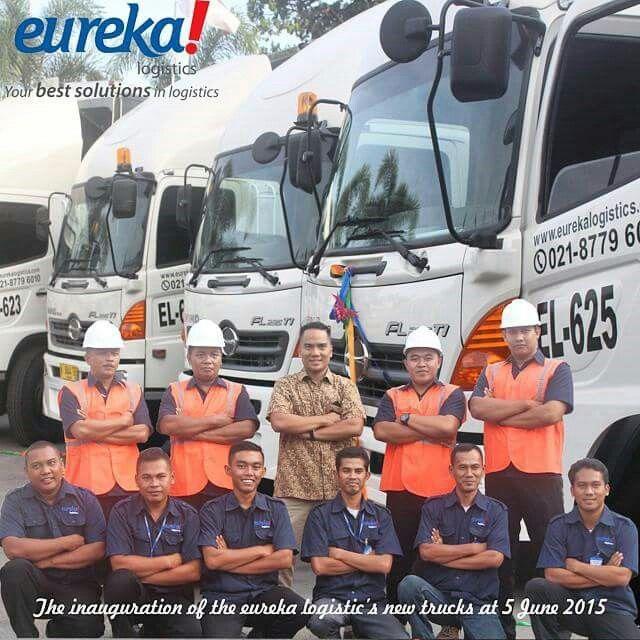 Our drivers taking picture with Eureka Logistics's Director Mr. Raja DM Hutauruk..  #activities #drivers #director #vscocam #vscocamphotos #hdr #logisticsspecialist #logisticscompany #logisticscrew #logistics #eureka #eurekalogisticscom #eurekalogistics