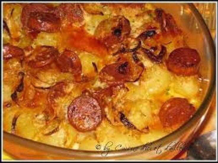 pomme de terre, oignon, chorizo, crème, gruyère râpé, noix, lait, Poivre, Sel