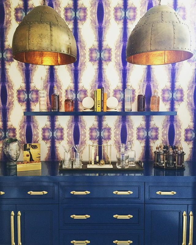 If you haven't been to this year's @sfshowcase yet, you've got until Monday! Loved this high-impact bar nook by Linda Sullivan, featuring one of my favorite Timorous Beasties wallpapers.  #interiorinspo #funky #wallpaper #bar