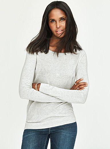 Exclusivité Contemporaine - La touche chic au quotidien d'une délicate bordure roulottée en fil métallisé au col - Léger tricot souple en doux mélange de coton et de modal pour un confort total Le mannequin porte la taille petit