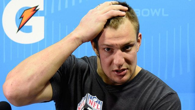 #COPS: Home of #PATRIOTS Gronk robbed during #SuperBowl...