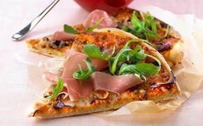 Pizza margherita med skinke og rucola Pizza er fantastisk som aftensmad og kan varieres i det uendelige. Hvis der er rester kan du bruge dem i madpakken.