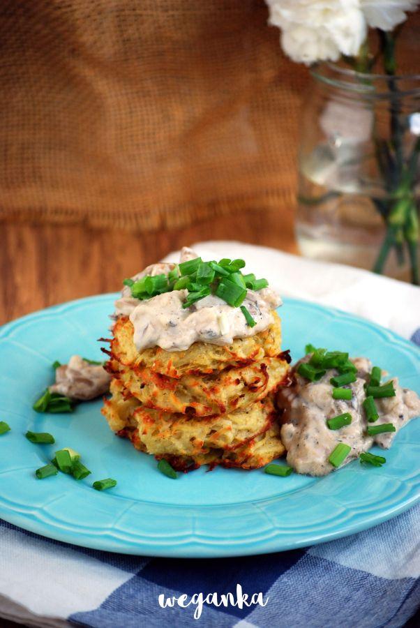 Kuchnia wegAnki: Pieczone placki ziemniaczane z sosem z boczniaków