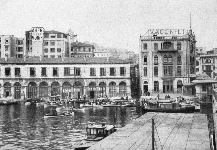 Galata Rıhtımı (Menderes Yıkımlarına uğrayan Mehmet Ali Paşa Hanı ve Vagon-Lı Hanı) (1930'lar)