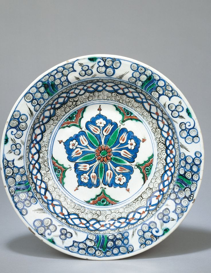 Classification Ceramic, Mosaic  Object name Dish With Central Flower  Geography Turkey  Period Ottoman, circa 1575-80 CE   #çini #tabak