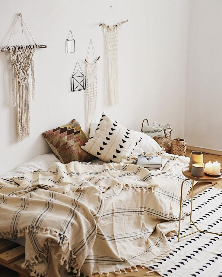 Neutral boho bedroom with macrame and mudcloth pillow ...