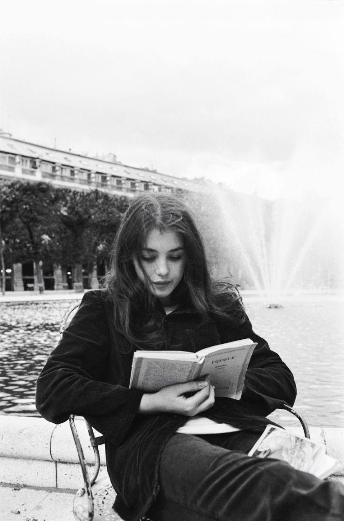 Isabelle Adjani photographed by Jean-Claude Deutsch, 1973, dans les jardins du Palais Royal.