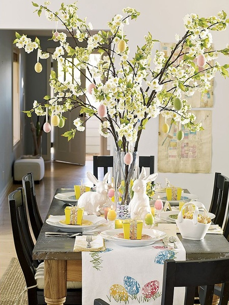 Love this table for Easter. I'm going to make that center piece!