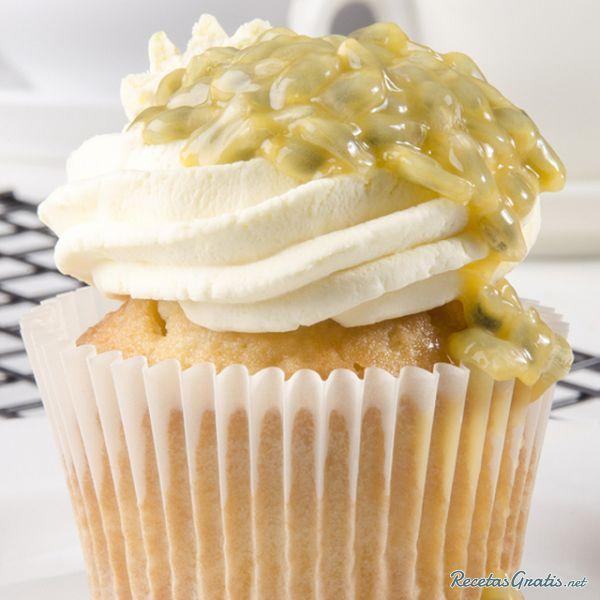 Cupcakes de maracuyá  http://www.recetasgratis.net/Receta-de-exoticos-cupcakes-de-maracuya-receta-50497.html