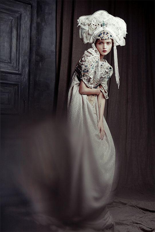 "À la russe. ""Trapped"". Fashion photograph by Ekaterina Belinskaya."