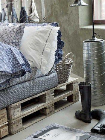Detalle #cama de #palets envejecidos de doble altura