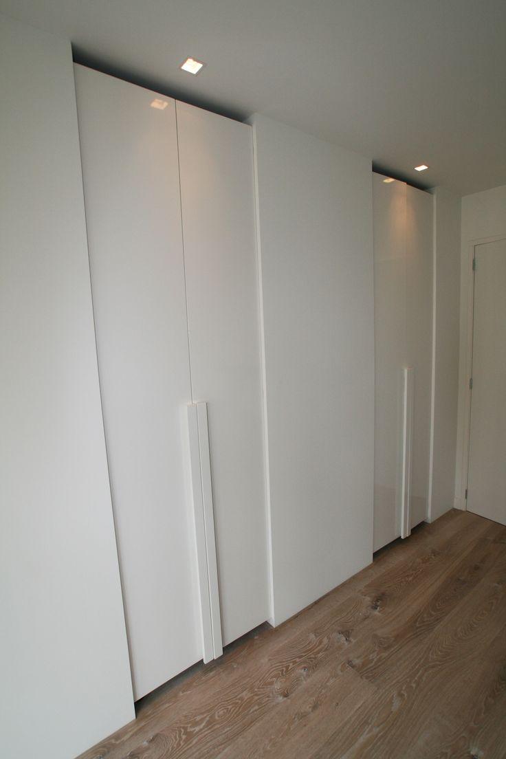 kast slaapkamer geïntegreerd in de wand met detaillering van groot tot in klein handgreep detail