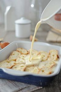 Pain perdu au four 400ml lait 2 œufs 20g sucre vanillé 1 pincée de sel imbiber 30min de chaque côté répartir 2 cas sucre roux et 30g de beurre et 30min au four 180°: