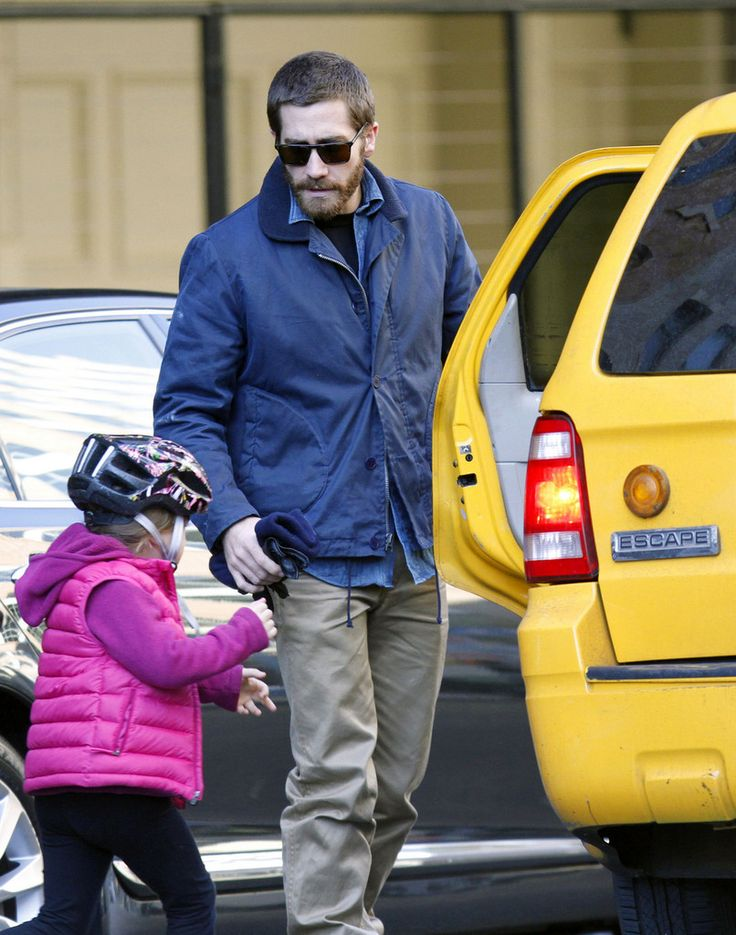 Jake Gyllenhaal Photos Photos - Jake Gyllenhaal spends some time with his niece Ramona, taking her out riding her scooter and for lunch at Moomah Cafe. Ramona is Jake's sister Maggie Gyllenhaal's daughter. Jake, who hailed a taxi with his young niece, looked to have some stains on his jacket. - Jake Gyllenhaal Takes His Niece to Moomah Cafe