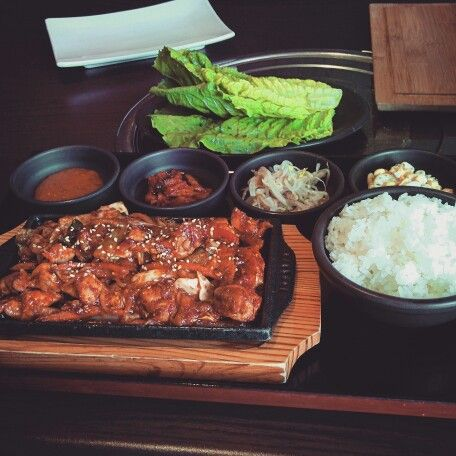 #spicy #chicken with #lettuce #rice #kimchi #beansprouts and #soybeanpaste @ #ogamchicken in #calgary #yyc . #zomato #calgaryfoodie #foodie #foodpics #foodporn #foodgasm #yummy #koreandish #koreanfood #koreanchicken #instalike #instagood #followme #followfood #followfoodies