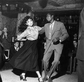 Be-bop en cave, James Campbell et Claude Mocquery au club Saint-Germain, 1951. Robert Doisneau/Rapho