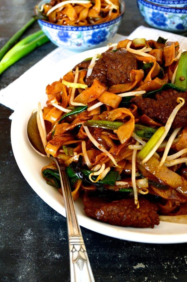 Beef Chow Fun * #beef #scallions #ricenoodles #ginger #onion #beansprouts #soysauce