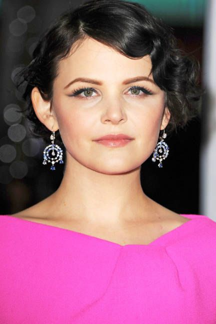 Dress up a short bob with glam finger waves, a la Ginnifer Goodwin #weddinghair