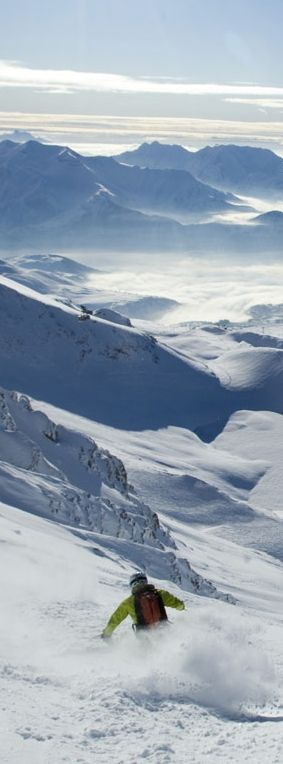 The ski area called 'Alpe d'Huez grand domaine Ski' links up to the resort villages of Auris-en-Oisans, Huez, Ozen-Oisans, Vaujany, Villard-Reculas, La Garde and Le Freney. Its summit, the Pic Blanc is 3330 metres at its highest point and offers an exceptional panorama stretching over one fifth of French territory.