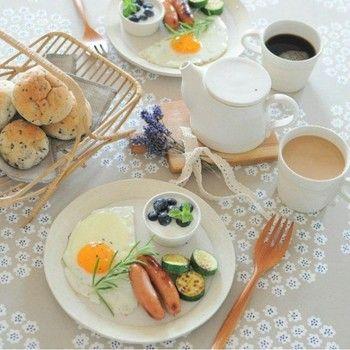 """「Marimekko」の中で人気の高い《PUKETTI》。  """"PUKETTI""""とは、「ブーケ」という意味。小さな花の集まりがモチーフです。可愛いのに、シック。"""