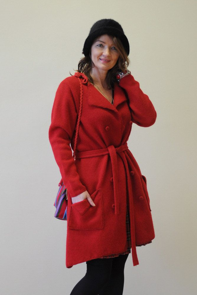 Red woolen coat cardigan, double breasted with two rows of buttons, two big pockets and a belt.