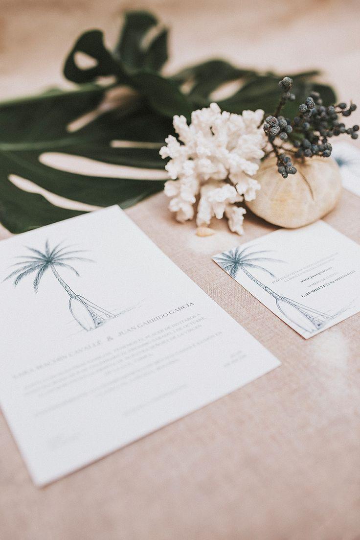 El surf como concepto, gusto por los detalles y ante todo elegancia en esta #papeleríadebodas para el #enlace de Sara y Juan en #Tarifa. Un encargo de Organización de una Boda Wedding Planners. #bodaenTarifa #bodasurfer #bodasurfera #surfwedding #elegantwedding #bluewedding #invitacionesdeboda #weddingstationery #loveratory #meseros #minutas #seatingplan #ideasparabodas #sobresdetela #sobresforrados #ilustracionesparabodas #fedrigonipaper #love
