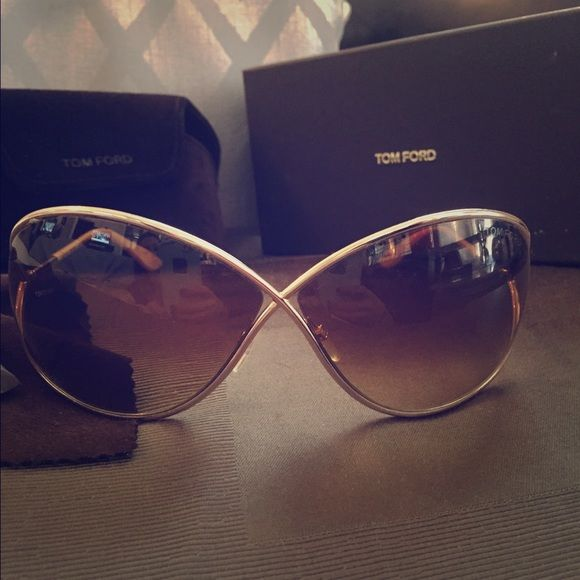 Rose gold Tom Ford Miranda sunglasses like new Absolutely gorgeous pair of rose gold tom ford sunglasses with case. Worn a handful of times. Great condition Tom Ford Accessories Sunglasses