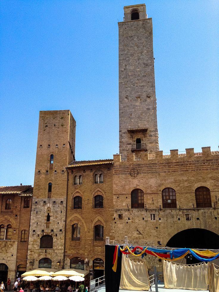 Piazza Duomo, San Gimignano. La Toscana. Italia