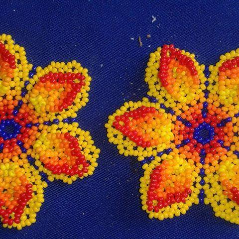 Nepono @arte_embera #flor #diseñocolombiano #corona #corferias #colores