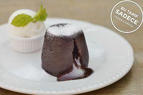Sufleyi andıran kıvamı, içinde gizlenen tahin helvası ile helvalı çikolatalı kek tarifi anlarınızı daha keyifli kılacak.
