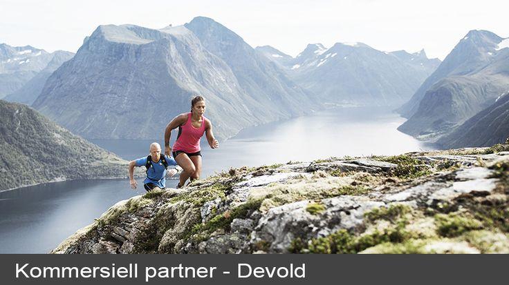Motbakker er en av mine favorittarenaer når det gjelder trening, sier Jørgine Vasstrand, bedre kjent som Funkygine. Men med motbakketrening mener hun ikke at man kun må løpe opp og ned bakken – det finnes utallige øvelser man kan utføre i en bakke.