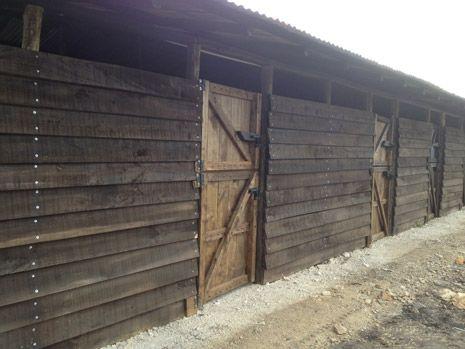 Portable stables - Pesebreras intermedias en madera