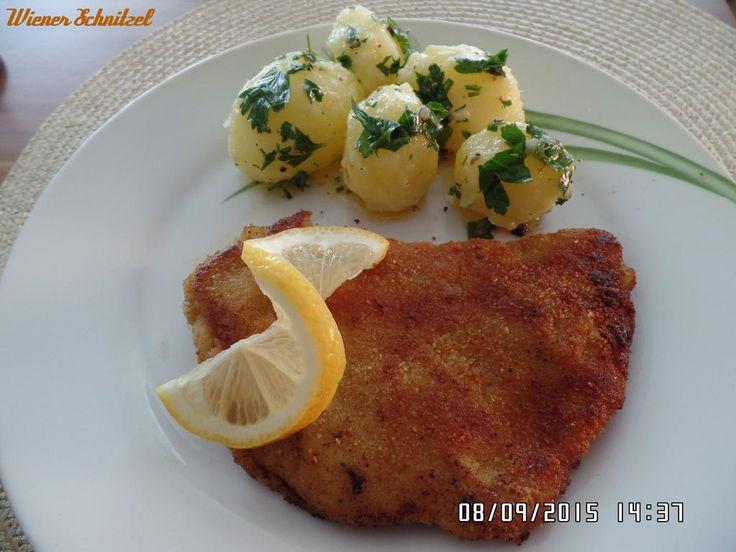 Das perfekte Wiener Schnitzel-Rezept mit Bild und einfacher Schritt-für-Schritt-Anleitung: Die Kartoffeln schälen ,waschen und in kochendem Salzwasser…