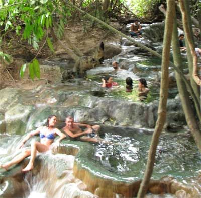Hot Springs in Krabi then down below you can cool down in the river. Klong Thom Hot Spring,Thailand.Water temperature 39C. / タイ、クロン・トーム温泉 炭酸カルシウム泉 水温39℃前後